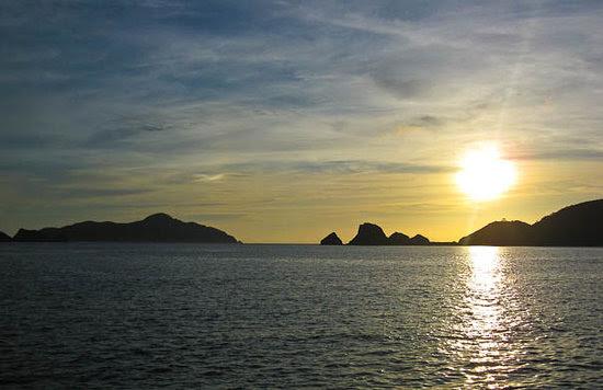 http://media-cdn.tripadvisor.com/media/photo-s/01/6c/42/91/zamami-sunset.jpg