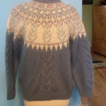 BEAUTIFUL 70S SWEATER WITH HIGHLY DECORATED BODICE AND BACK