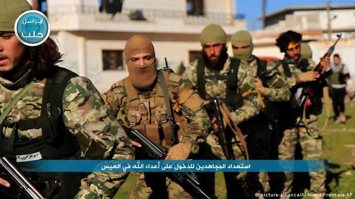 Amnesty International Bericht zu Verbrechen in Syrien-Krieg - Kämpfer Al-Nusra-Front (picture-alliance/Al-Nusra Front via AP)