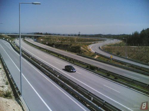 Acesso à A17 pela A14 em Feteira de Cima/Lares