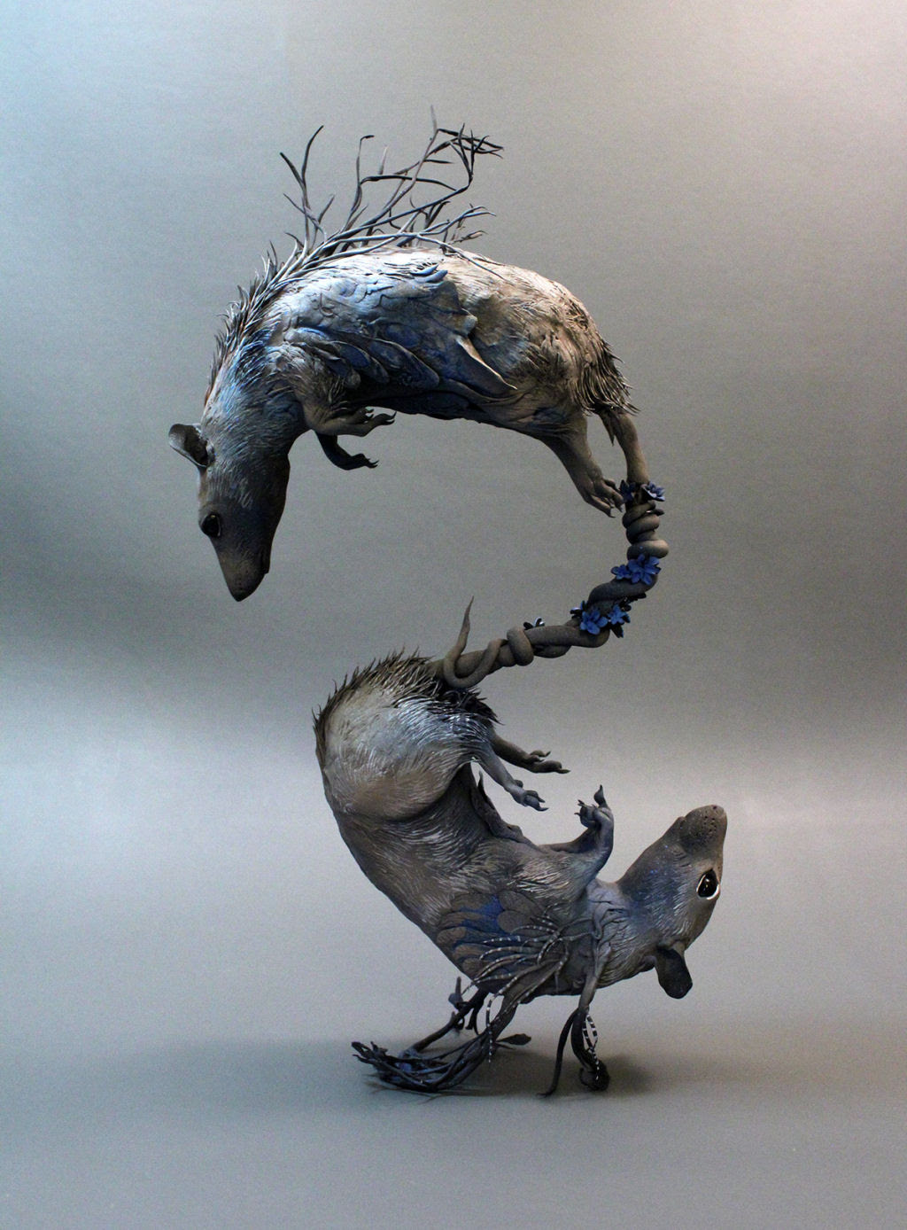 As esculturas surrealistas de Ellen Jewett mesclam plantas e vida animal 06