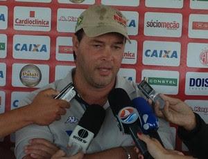 Roberto Fernandes, técnico do América-RN (Foto: Carlos Cruz/GloboEsporte.com)