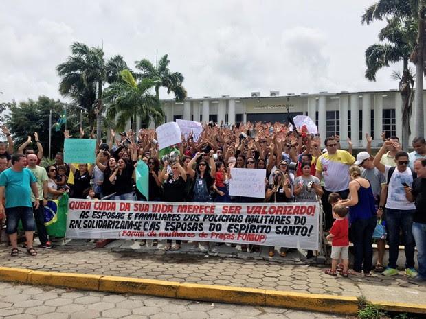 Ato acontece no Centro Administrativo, em frente à sede do governo potiguar (Foto: Aura  (Foto: Aura Mazda/Tribuna do Norte)