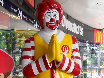 Drug gangs and McDonald's have parallel strategy, corporate hierarchy, public relations methods, and distribution of earnings