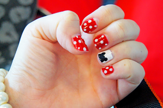 Disney Mickey and Minnie Mouse Mani