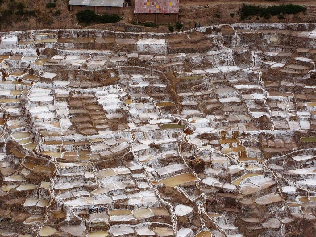As belas Salinas de Maras encravadas nos penhascos peruanos 18