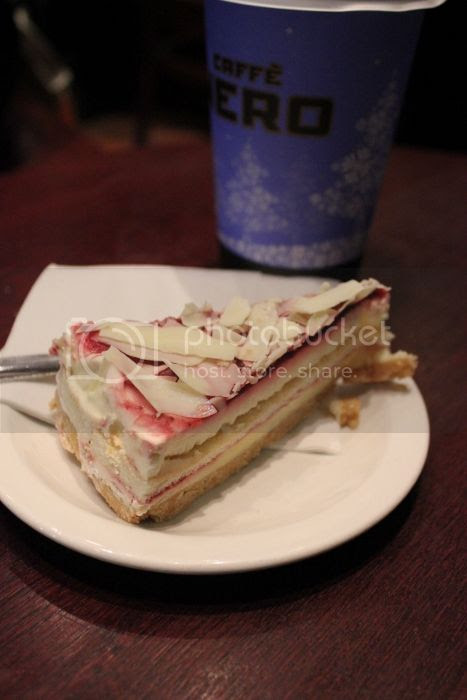 photo Strawberrywhitechocolateshortbreadcake467x700_zpse4d9f20f.jpg