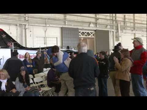 video que muestra como se ha establecido el record del mundo de distancia con avión de papel