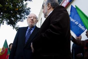 José Niza ao lado de Manuel Alegre como seu mandatário durante a campanha para as presidenciais