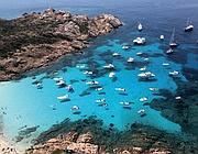 Yatch all'ancora nell'isola di Mortorio, nell'area protetta della Maddalena, prima che scattasse il blitz