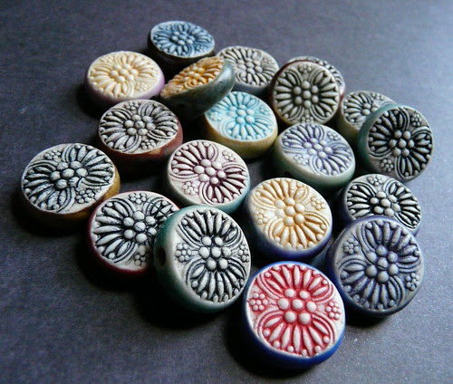 Porcelain double sided Queen Anne beads