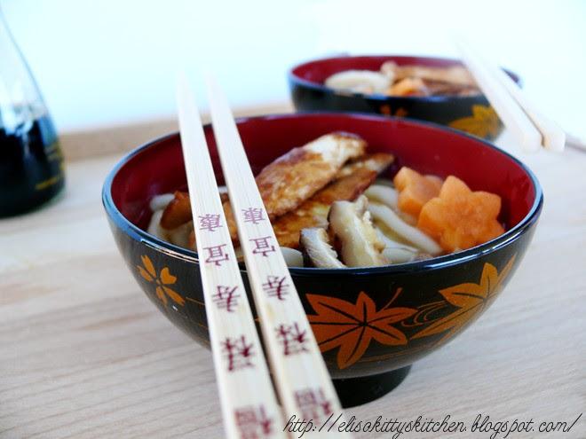 Udon soup con pollo e funghi shitake