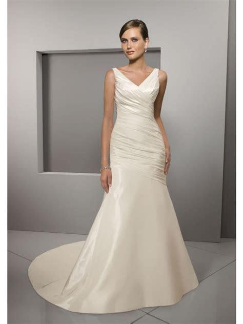V Neckline Body Fitted Elegant Wedding Dress Fabrics in