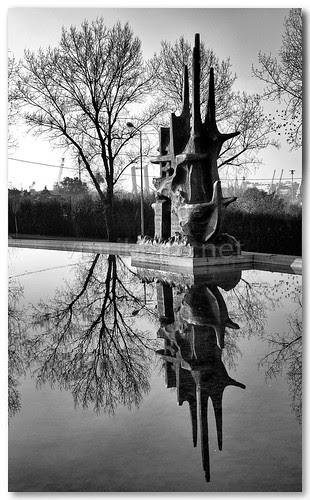Memorial ao Pescador de Matosinhos (B/W) by VRfoto