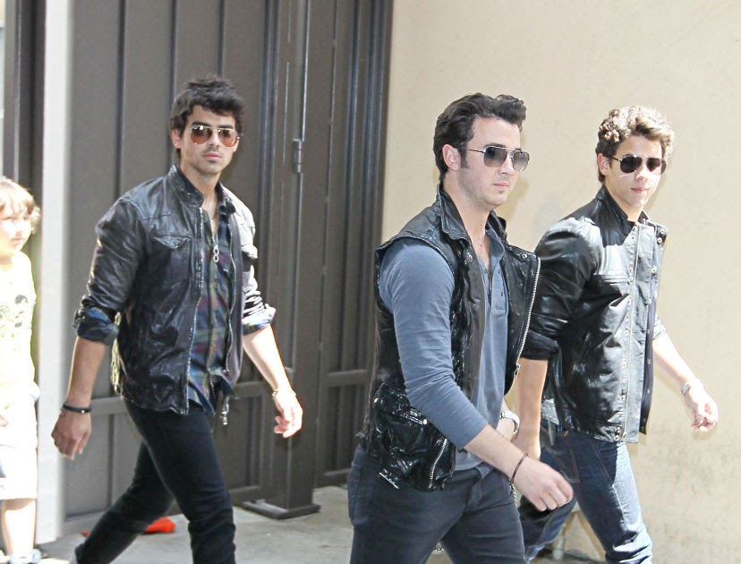 Jonas Brothers Surprise Fans With Live Performance Of New