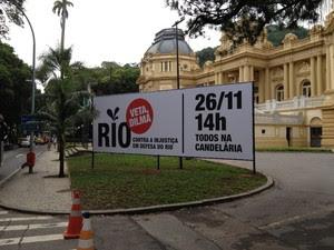 Faixas da manifestação contra as novas regras de divisão dos royalties são espalhadas pelo Rio. (Foto: Renata Soares/G1)