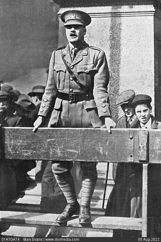 G. L. Jessop making recruitment speech in Manchester, WW1 - stock photo