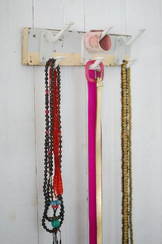 wood & wall [she] peg by wood & wool stool