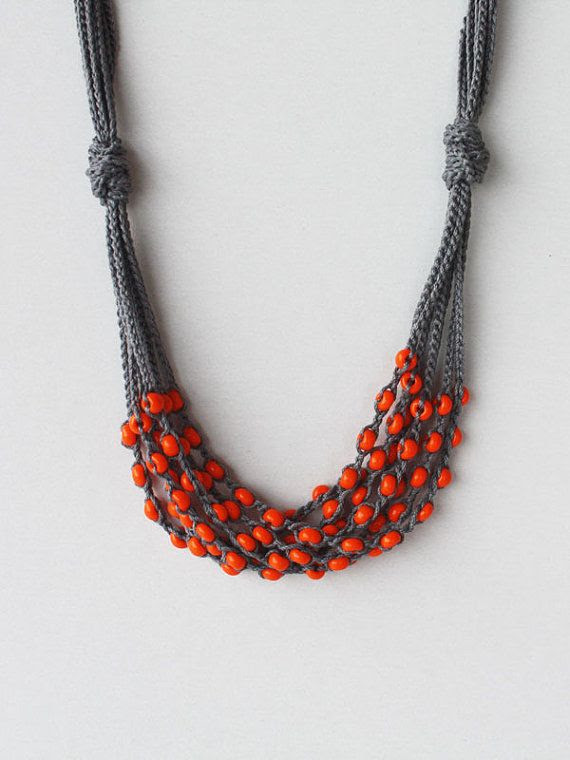 beaded crochet necklace. so simple, so beautiful.