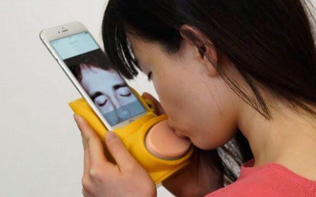 Conheça o gadget de beijar pessoas a distância