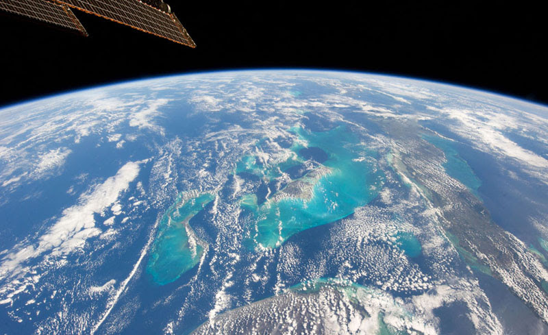 Picture of the Day: The Bahamas from Space » TwistedSifter