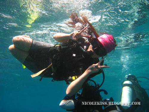 nicolekiss diving at surface 2