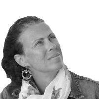 Έλενα Ντάκουλα Headshot