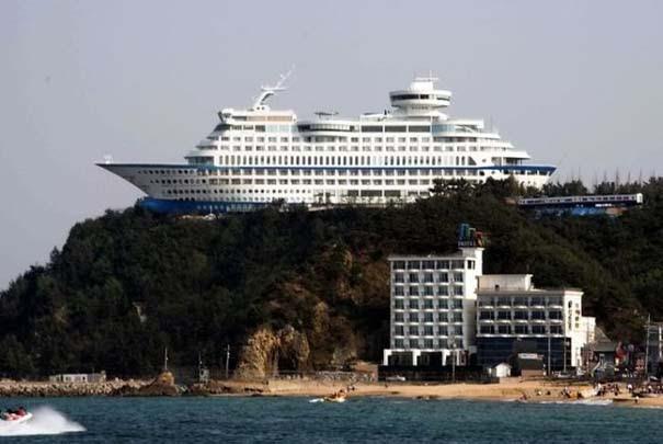 Ξενοδοχείο «κρουαζιερόπλοιο» πάνω σε λόφο (4)