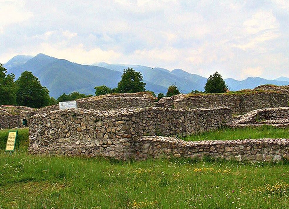 Dacian citadels of Orastie mountains. Credits: www.visitalbaiulia.com/