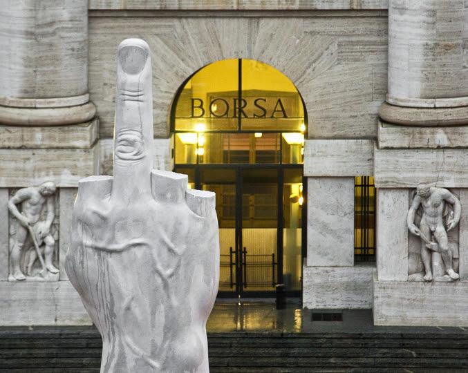 Proportional_710_proportional_710_5-maurizio_cattelan__l.o.v.e._2010__piazza_affari_milano_photo_zeno_zotti