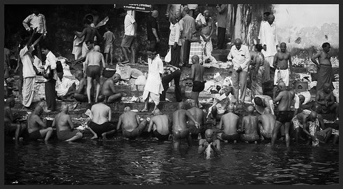 Pitru Paksha at Banganga  Tank Walkeshwar by firoze shakir photographerno1