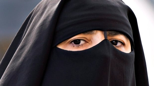 The Federal Court has struck down the federal government's ban on wearing the niqab while taking the citizenship oath, but not on charter grounds.