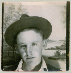 Photbooth Young Man with Hat