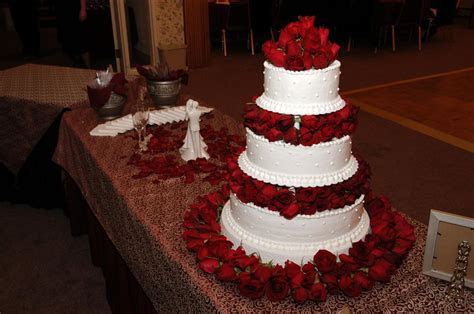 Musings of a bride: CHRISTMAS THEMED WEDDING: THE CAKE