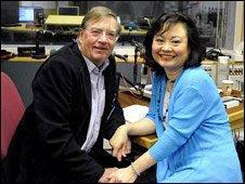 Kim con il reporter  Chris Wain