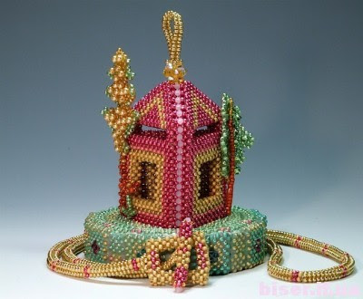 подарки из бисера,рукоделие из бисера, изделия из бисера своими руками, домик из бисера