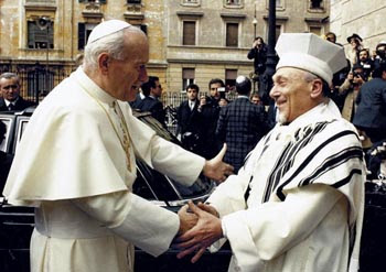 historic embrace of John Paul II with chief rabbi toaff