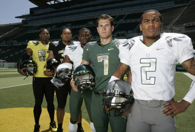 http://cdn.bleacherreport.net/images_root/slides/photos/000/626/289/new-oregon-ducks-football-uniforms-141_crop_650x440.jpg?1294702533