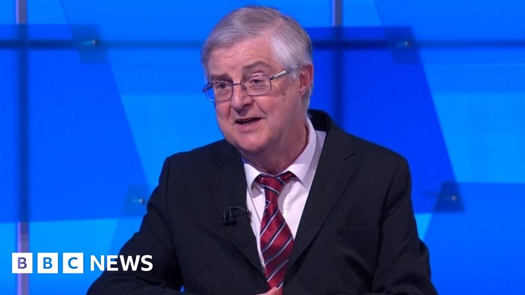 Covid: Hancock's vaccine buffer claims 'simply untrue' says first minister