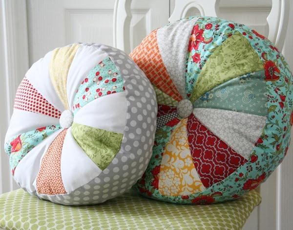http://www.addicted2decorating.com/wp-content/uploads/2012/10/pillow-tutorial-sprocket-pillow-tutorial-from-cluck-cluck-sew.jpg