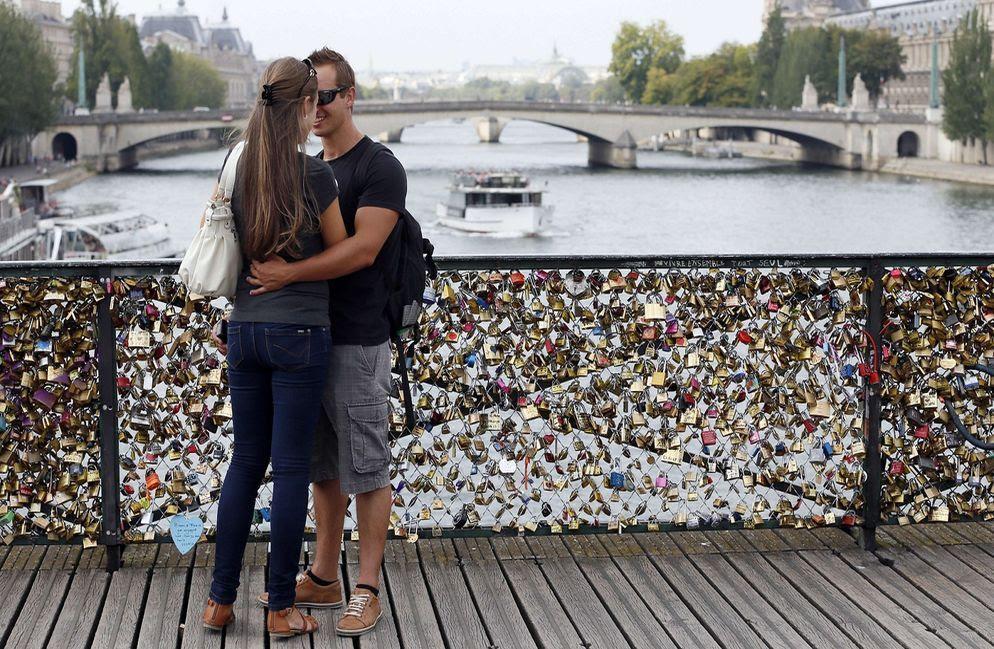 'Candados del amor' de París, a subasta