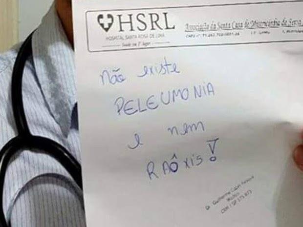 Médico debocha de paciente na internet: 'Não existe peleumonia'