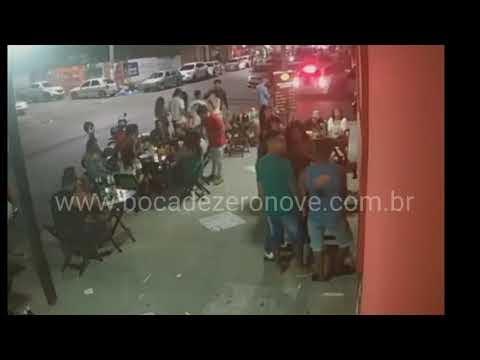 CARRO INVADE BAR NA RUA SÃO DOMINGOS EM FEIRA DE SANTANA