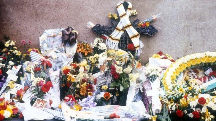 Service held for Bradford City fire victims - BBC News