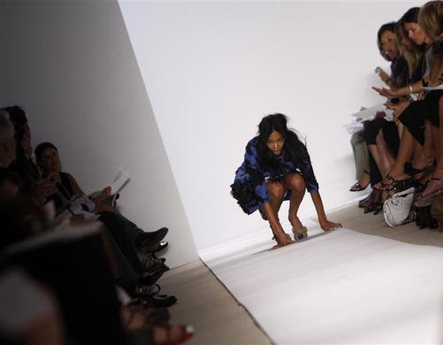 A model falls as she presents a creation from Peter Som Spring-Summer 2009 collection at New York Fashion Week, September 8, 2008. REUTERS-Joshua Lott