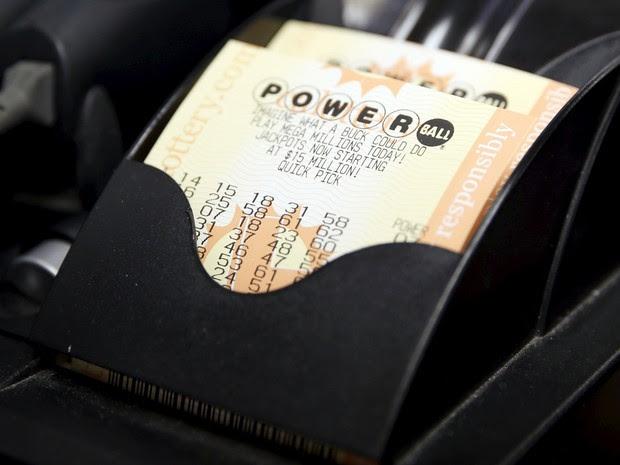 Bilhetes da loteria Powerball nos EUA (Foto: REUTERS/Lucy Nicholson)