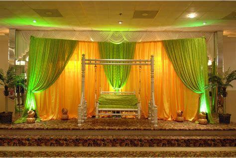 wedding themes   Decorations of church for wedding