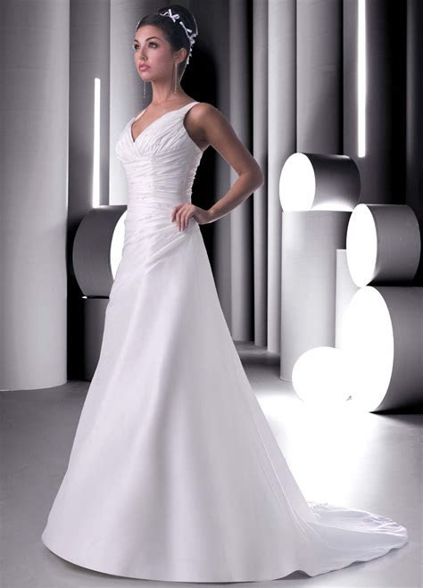 Plain Elegant White Wedding Dress Designs   Wedding