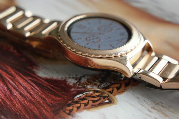 Woman's view: Samsung Gear-S2 Classic 18K Rose Gold