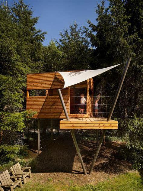 spielhaus auf stelzen baumhaus aus holz bauen fuer kinder